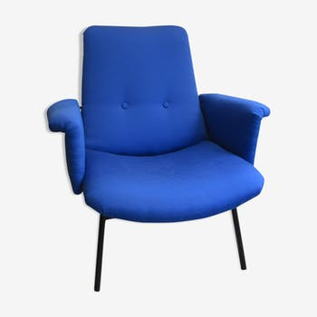 Blue Chair night, SK660, by Pierre Guariche.