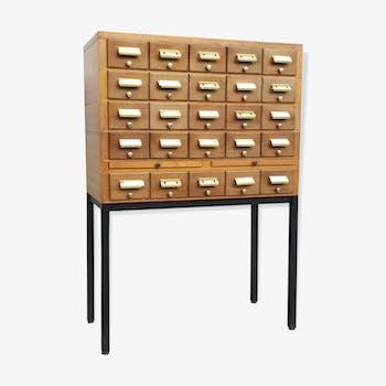 Meuble de metier à tiroirs et tablettes en bois