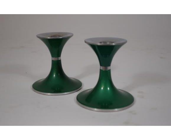 Paire de bougeoirs verts en métal de Quist Präsente