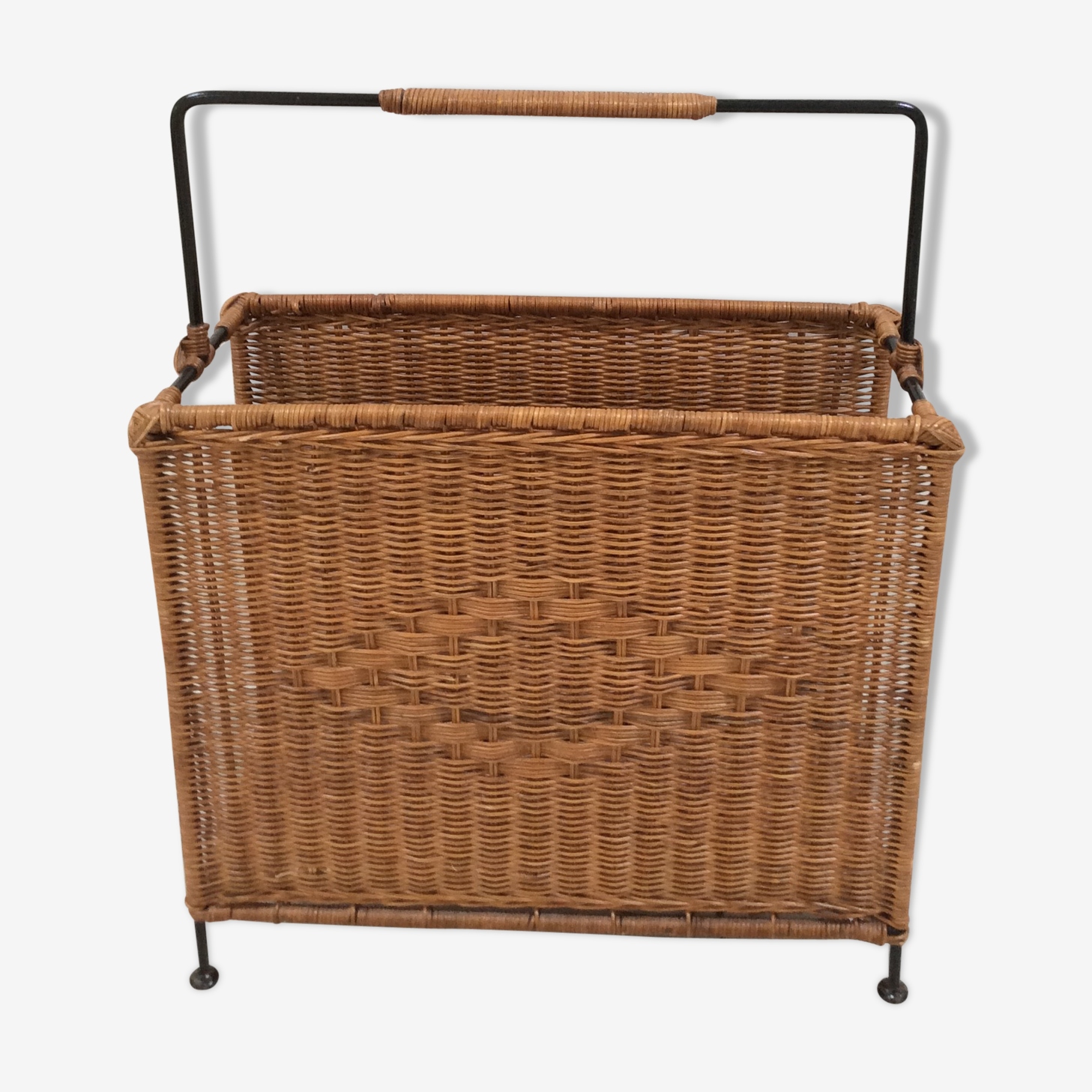 Magazine rack of the 60s in rattan and metal