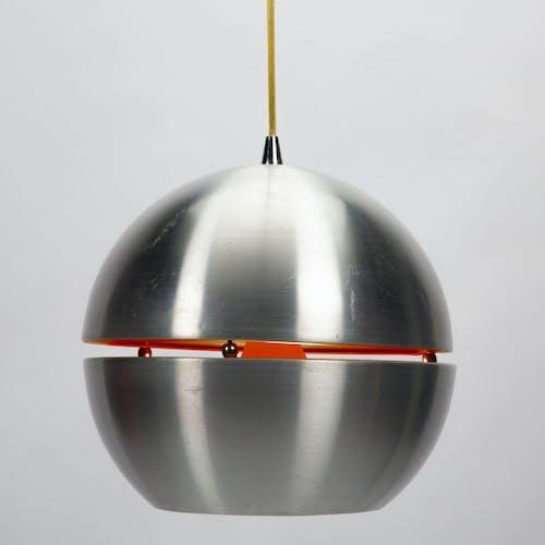 Suspension space age en métal