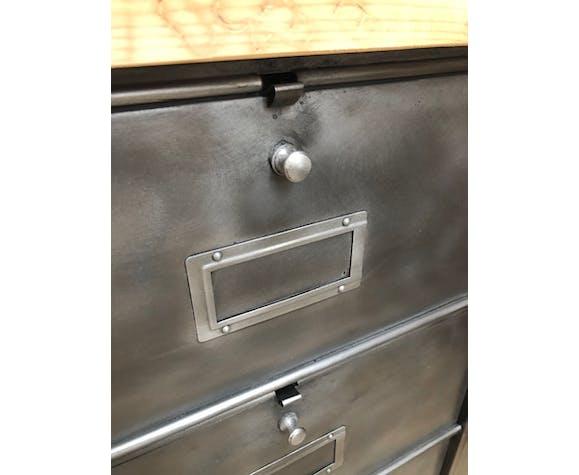 Old metal cabinet 15 valves