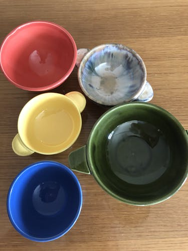 Lot 5 vintage earthenware bowls