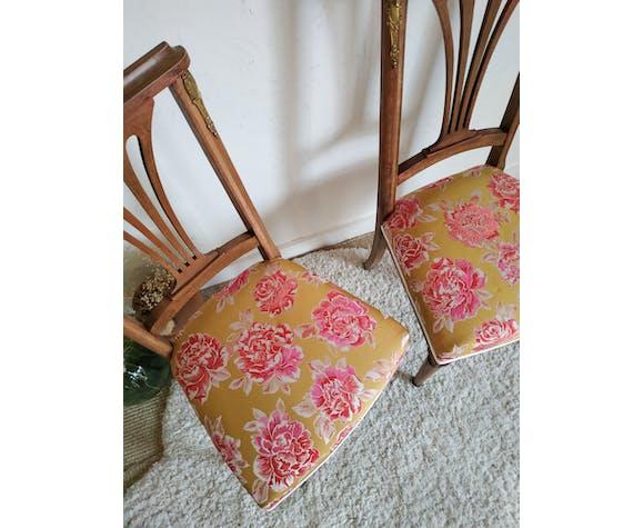 Ensemble de 2 chaises anciennes en bois assise retapissée