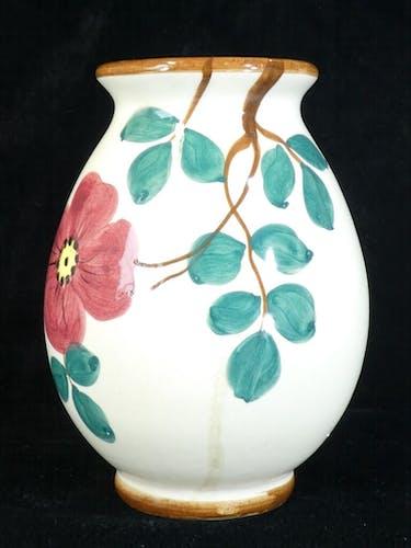 Vase en faiences de St Clement decor de fleur