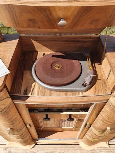 Buffet art déco radio