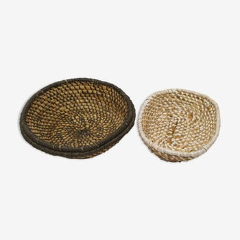 Lot of 2 old-fashioned woven pans