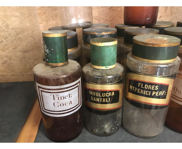 Lot of old medicine pots