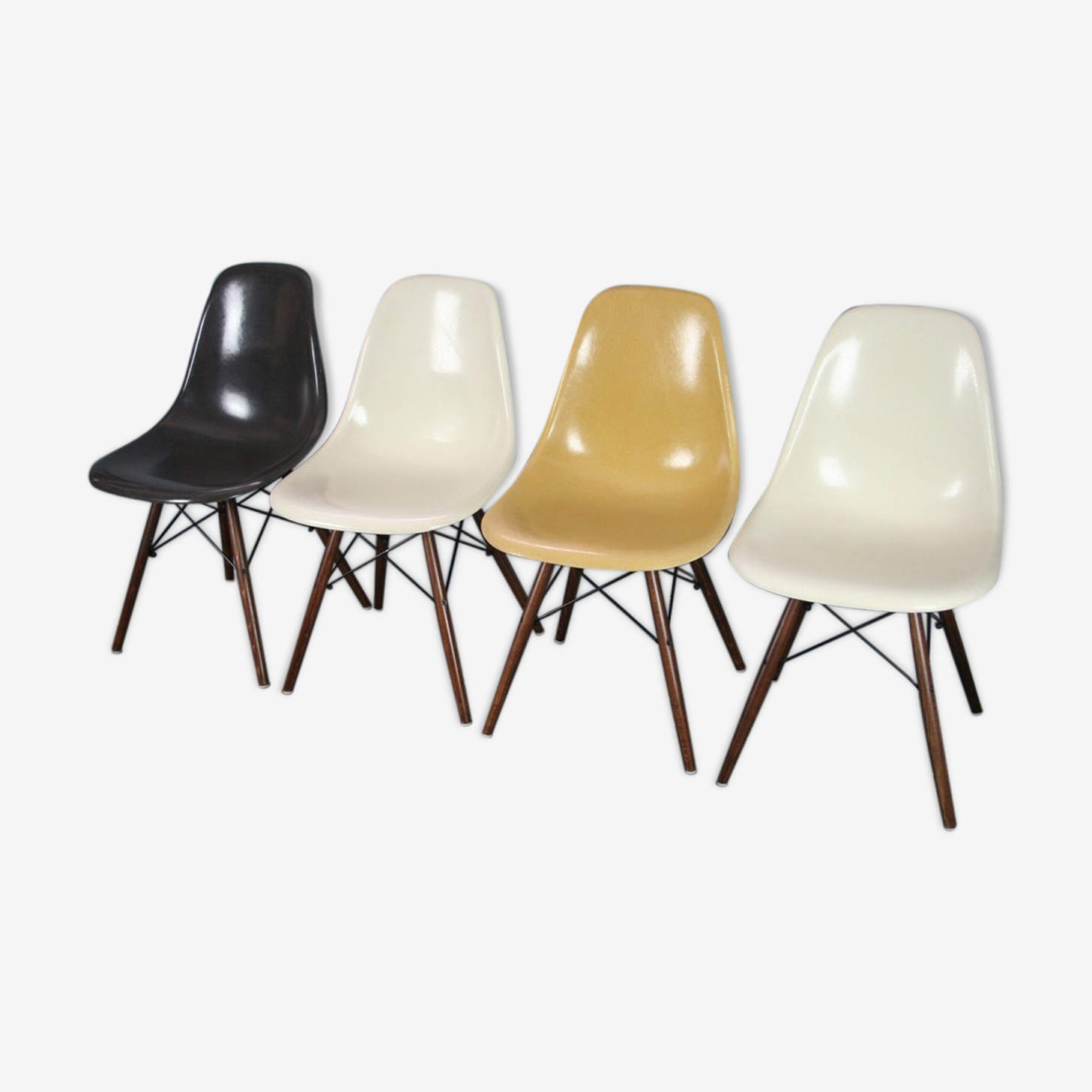 Set of 4 DSW Eames Herman Miller chairs