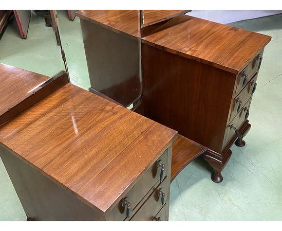English hairdresser Chippendale walnut from the 1930s