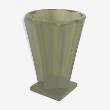 Vase art déco en verre fumé taillé