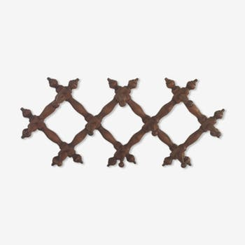 Stretchy wooden wall hanger with ten hooks