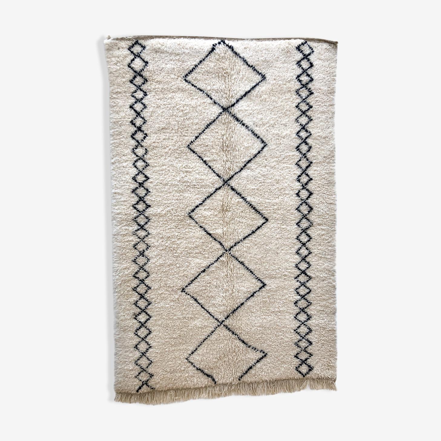 Tapis berbère marocain Beni Ouarain motifs géométriques noirs 2,31x1,52m
