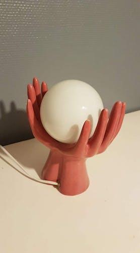 Lampe mains en céramique vieux rose avec globe opaline blanche vintage