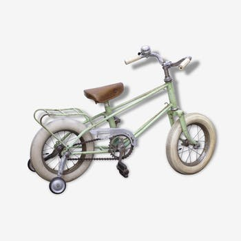 Vélo enfant vert pastel