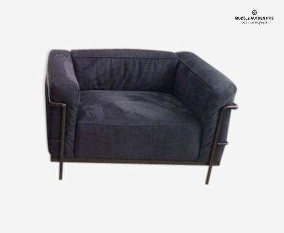 fauteuil lc3 le corbusier pour cassina alcantara bleu nuit cuir bleu design ah6howx. Black Bedroom Furniture Sets. Home Design Ideas