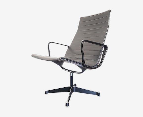 Fauteuil EA115 par Eames pour Herman Miller, Fehlbaum licencié