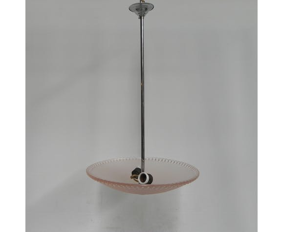 Suspension avec bol en verre rose sur pendentif chromé