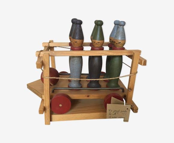 Jeu de quilles en bois de marque Moulin Roty sur charriot à roulettes série limitée