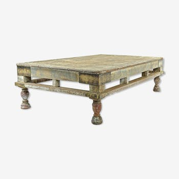 Table basse en bois patiné