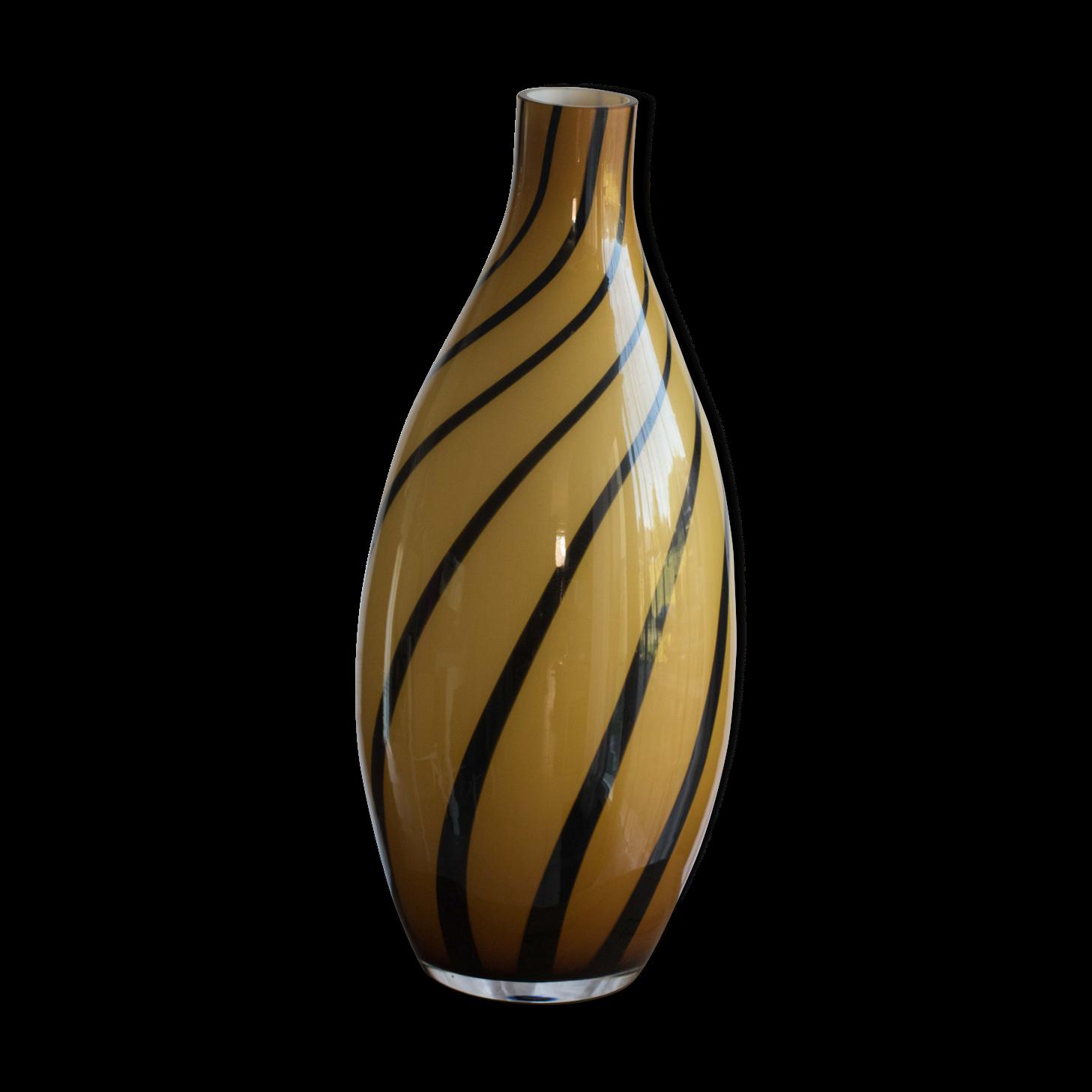 vase geant verre elegant la table ruthnoise meilleur vase verre martini sur pied gant images. Black Bedroom Furniture Sets. Home Design Ideas