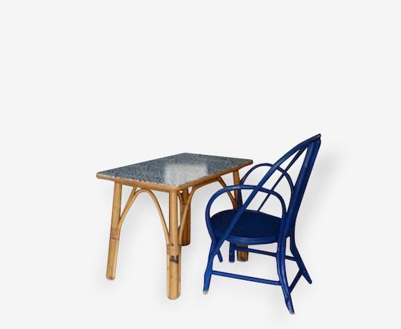 Petite table en rotin avec chaise