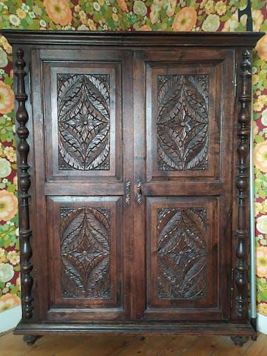Armoire bretonne bois massif sculpté