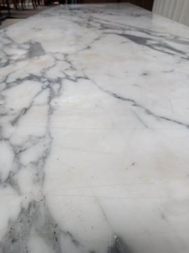 Table basse en marbre de Carrare