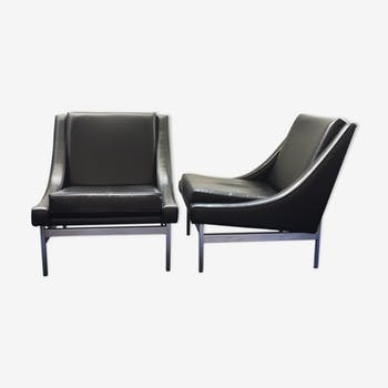 Pair of low chairs in black leather and chrome metal, circa 1970
