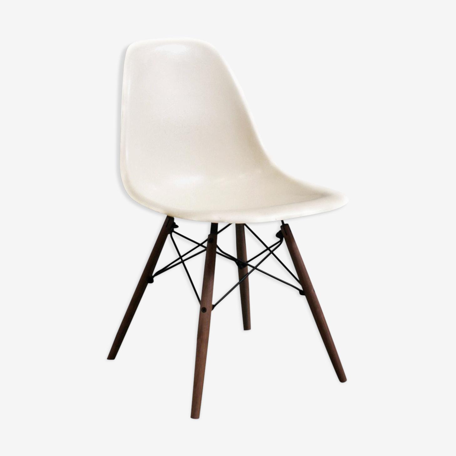 """Chair Eames DSW """"Parchment"""" vintage fiberglass, edition Herman Miller - 1970"""