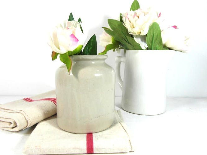 Pot à moutarde en poterie beige