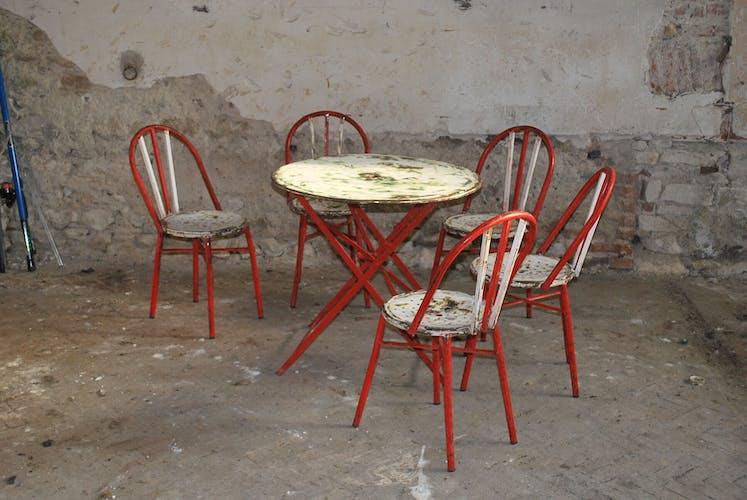 Table et chaises années 50 rouge