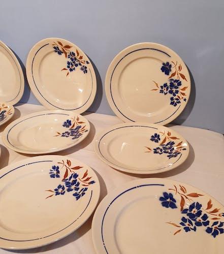 Suite de 12 assiettes plates Badonvillers