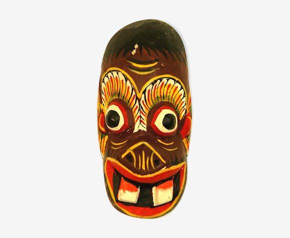 Masque tribal en bois sculpté