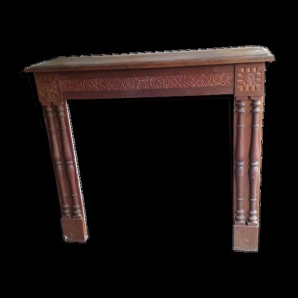 Façade de cheminée avec accessoires