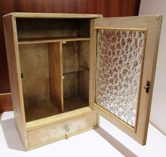 Armoire bois pharmacie vitrée à suspendre vintage