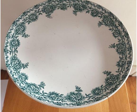 Ceramic cake dish on pedestal
