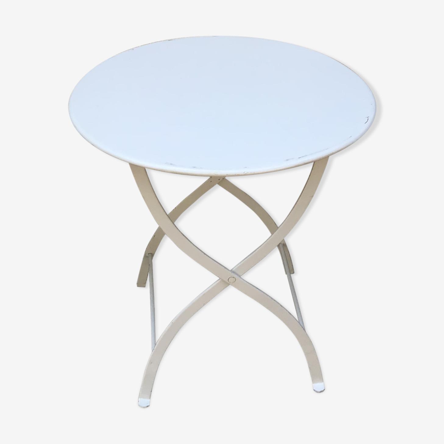 Table basse métal et ses 2 chaises pliantes en métal blanc