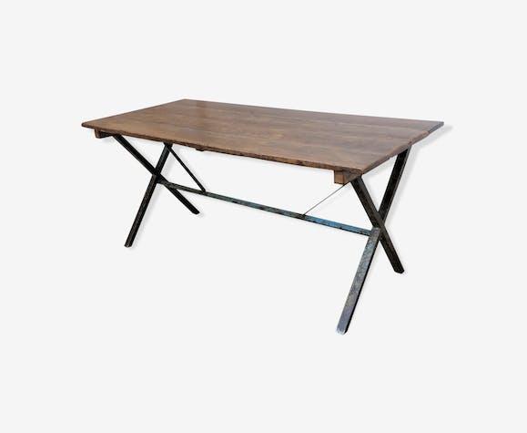 Table à pieds croisées industrielle