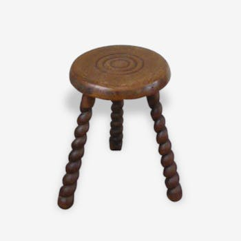 Stool in old oak, turned feet and chiseled grounds