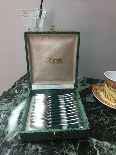 Set de 12 cuillères argentées Ravinet d'enfert -décor coquille - écrin