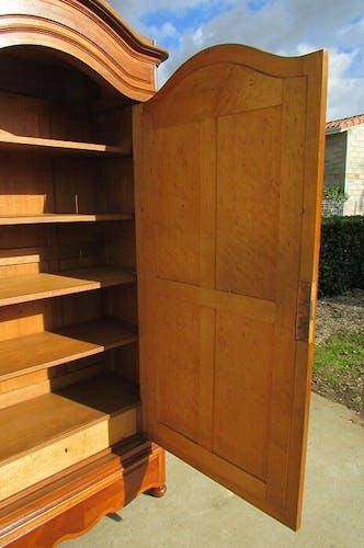 Ice hosier linen Cabinet