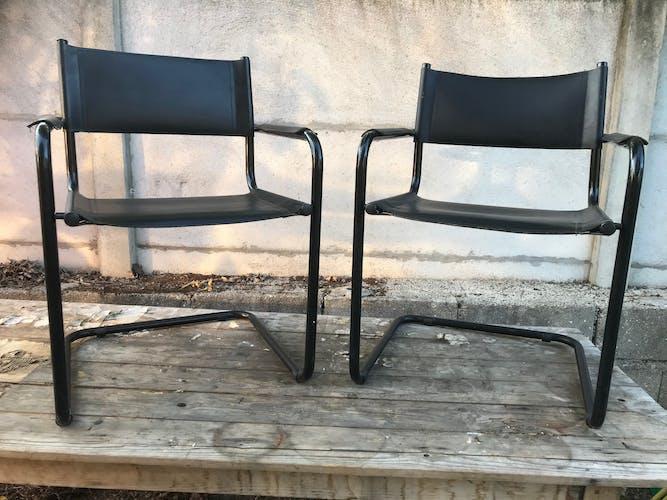 Paire de fauteuils en métal noir & skai noir