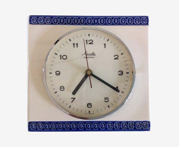 Ancienne horloge Mauthe en céramique blanche et bleu /vintage années 60-70