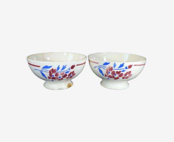 Paire de bols Badonviller à decor de fleurs bleu et rouge