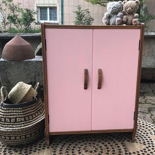 Petit meuble rose et bois