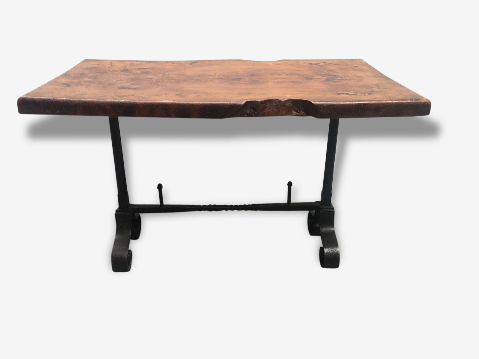 Table basse en bois et fer martelé