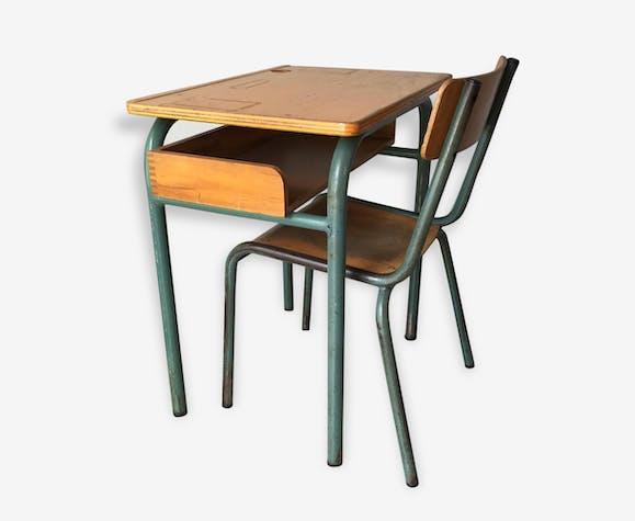 un pupitre d 39 colier et sa chaise fer vert industriel 103258. Black Bedroom Furniture Sets. Home Design Ideas