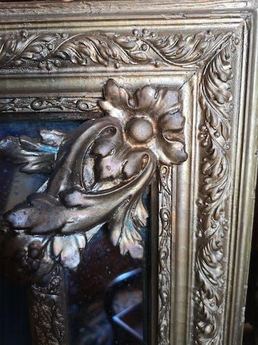 Miroir doré à parecloses