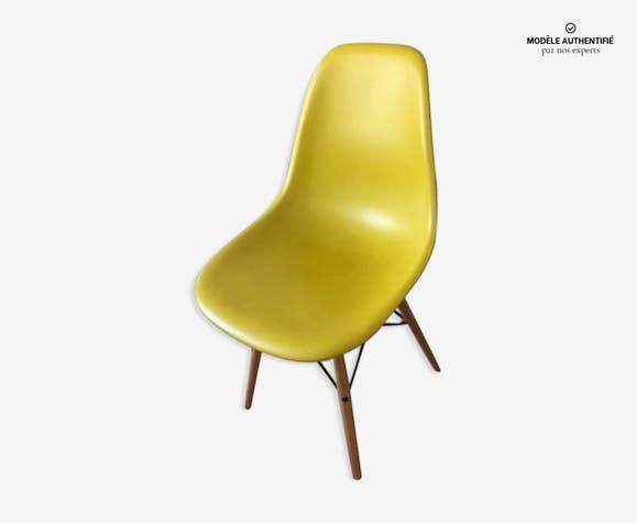 """Chaise DSW plastic """"sidechair"""" par Charles et Ray Eames, réédition Vitra 2012"""